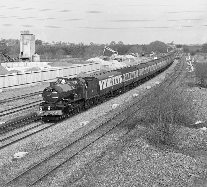 No. 6024 approaches Banbury with its loaded test run train, 8 February 1990. © Ian McDonald