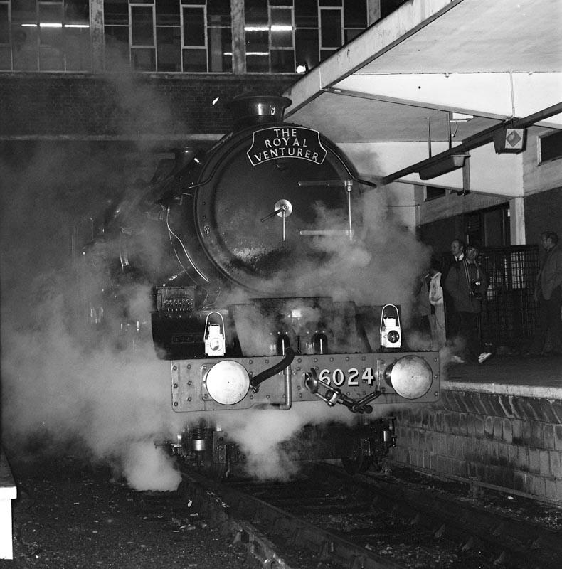 No. 6024 stands at Banbury station, 24 November 1990. © Ian McDonald