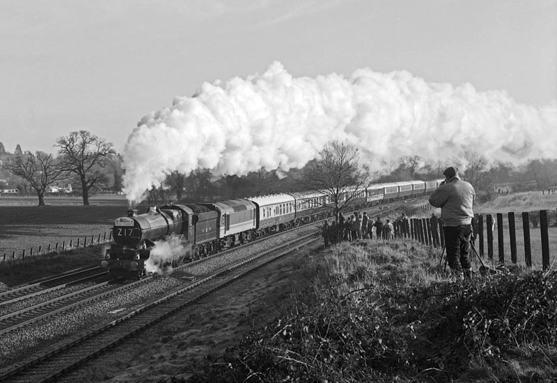 """No. 6024, with an """"ETHEL"""" behind the tender to provide electric train heating, climbs Hatton Bank, 12 January 1991. © Ian McDonald"""