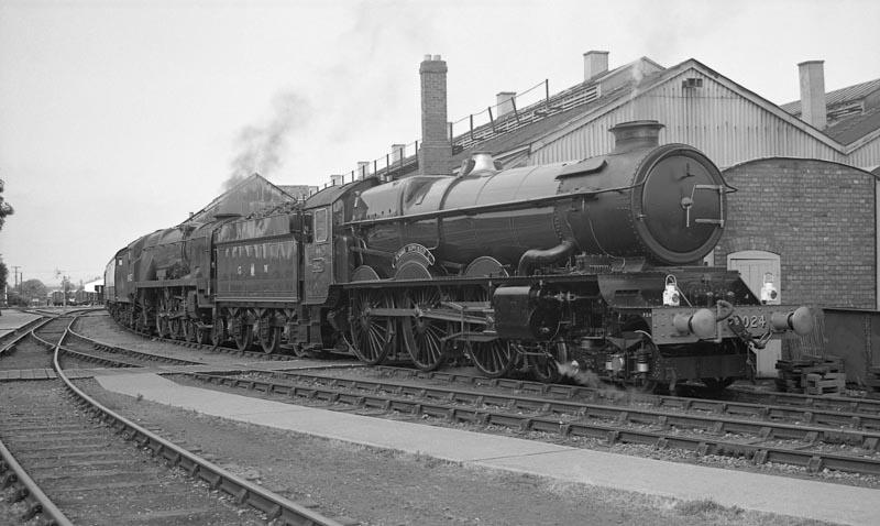 An unusual pairing, No. 6024 and No. 34027 Taw Valley, at Didcot, 20 August 1993. © Ian McDonald