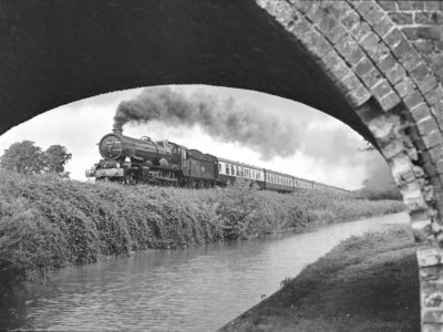 No. 6024 climbs alongside the Kennet and Avon canal at Crofton, 5 Septemeber 1998. © Martyn Bane