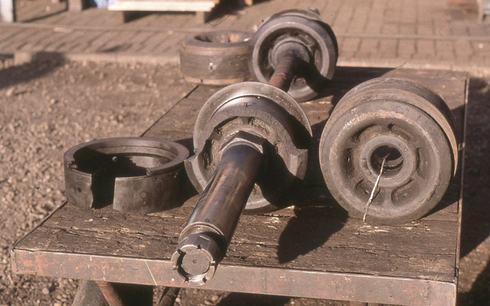 A broken valve head and subsequently damaged GWR type semi-plug valve rings., December 1999. © Dave Fuszard