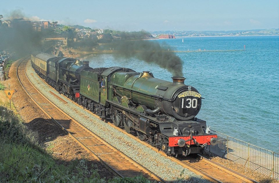 No. 6024 pilots No. 5029 Nunney Castle at Dawlish, 26 June 2010. © Michael Proudfoot