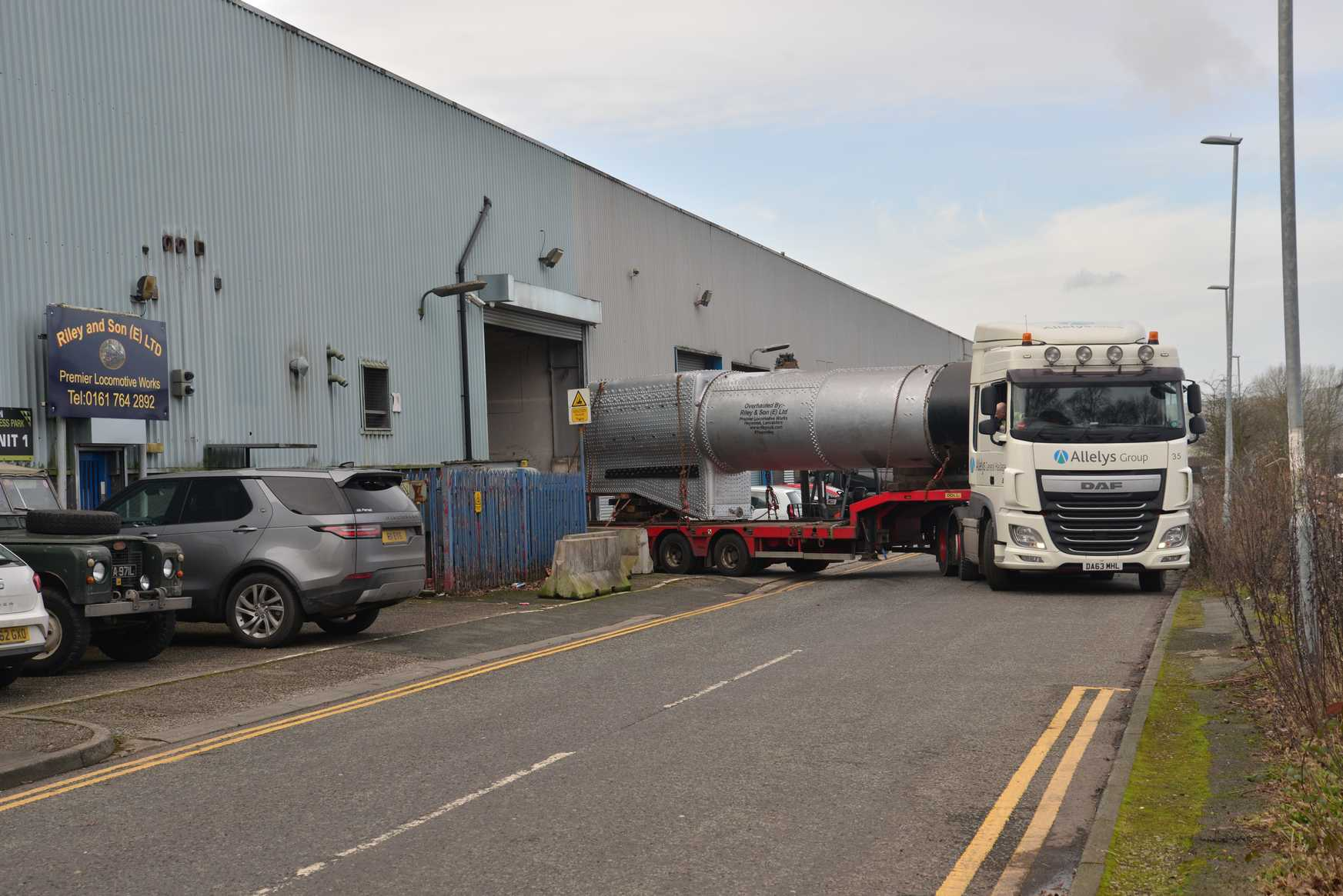 The boiler heads away from Riley's works. © Ken Hill